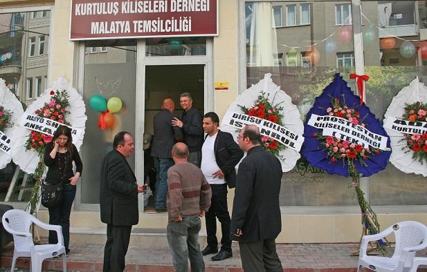 <p> Inauguraci&oacute;n del nuevo local de la iglesia en Malatya, el 18 de abril, siete a&ntilde;os despu&eacute;s de los asesinatos. / Morning Star News</p> ,