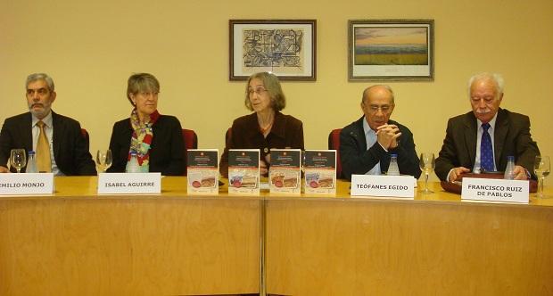 <p> La presentaci&oacute;n cont&oacute; con la intervenci&oacute;n de E. Monjo, I. Aguirre, M&ordf; I. Del Val, Egido y Ruiz de Pablos. / J.A.</p> ,