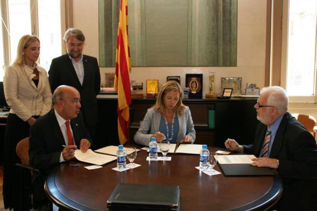 <p> Momento de la firma del convenio, con Boi Ruiz (Conseller de Salud), Joana Ortega (Vicepresidenta del Gobierno catal&aacute;n) y Guillem Correa (secretario general del CEC). / CEC</p> ,
