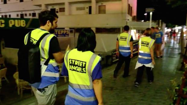 <p> &quot;&Aacute;ngeles de la calle&quot;, recorriendo Santa Ponsa en 2013. / Street Angels, Vimeo</p> ,