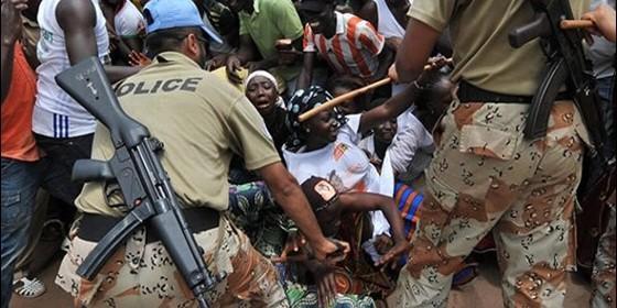 <p> Im&aacute;genes de la tragedia en el estadio de Luanda la Nochevieja de 2012</p> ,