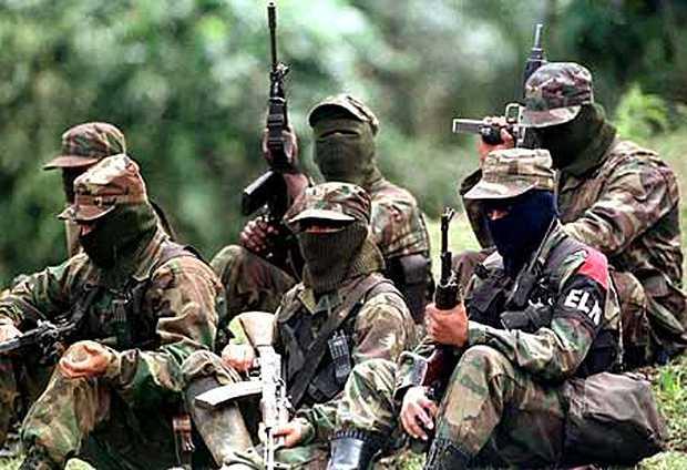 <p> Guerrilleros de las FARC en Colombia.</p> ,
